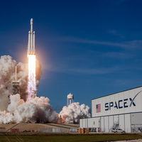 Space X y su obsesión con la Luna: Elon Musk anuncia que ya tienen al primer pasajero para su vuelo turístico