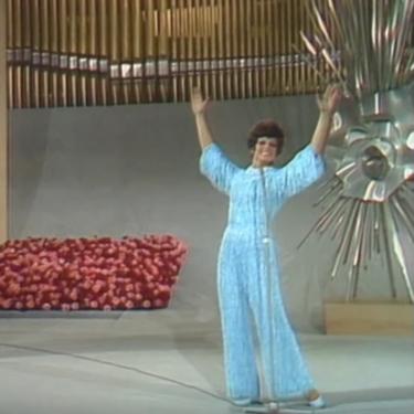 Nueve vestidos de flecos que nos recuerdan al diseño de Salomé en Eurovisión (y que tenemos fichados para las rebajas)