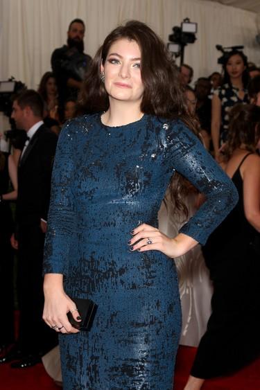 Lorde, de Calvin Klein Collection en la alfombra roja de la Gala del Met 2015