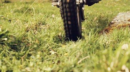 Adam Raga y la moto eléctrica para disfrutar de la naturaleza