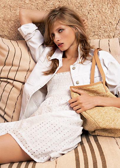 Quiero un vestido blanco para este verano, en Zara y Mango podrás encontrar el tuyo