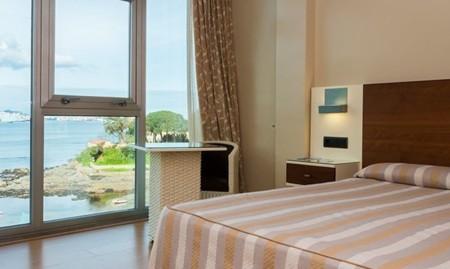 Diseño, buena comida, playa y... ¡hasta un castillo! Todo al alcance en el hotel Portocobo