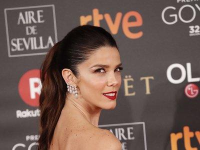 Premios Goya 2018: Juana Acosta brilla con un look retro en la alfombra roja