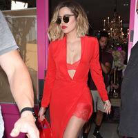 Khloe Kardashian se envuelve en rojo para conseguir su look más sexy visto hasta ahora