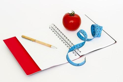 Déficit calórico para perder peso: ¿cuántas calorías y nutrientes tiene que tener tu dieta para adelgazar de forma saludable?