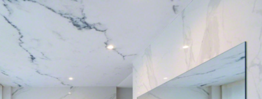 ¿Tienes humedad en el baño? Los techos tensados ahorran tiempo de trabajo y muchas capas de pintura