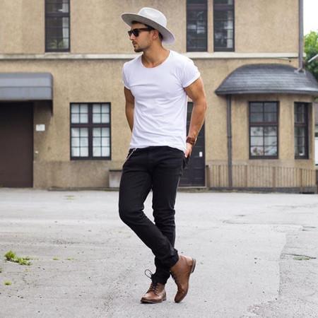 El Mejor Street Style De La Semana La Camiseta Blanca Se Impone Al Look Mas Formal Para El Verano 08