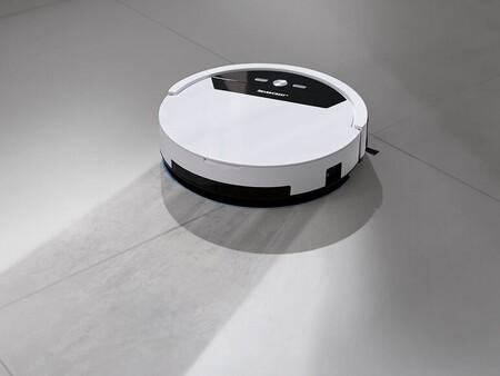 El robot aspirador de Lidl también friega el suelo y tiene un precio de escándalo: llévatelo por 129,99 euros