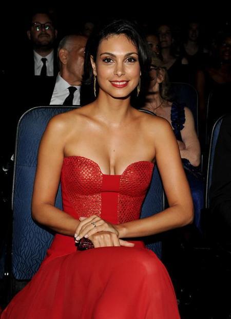 Morena Baccarin Vestido Rojo