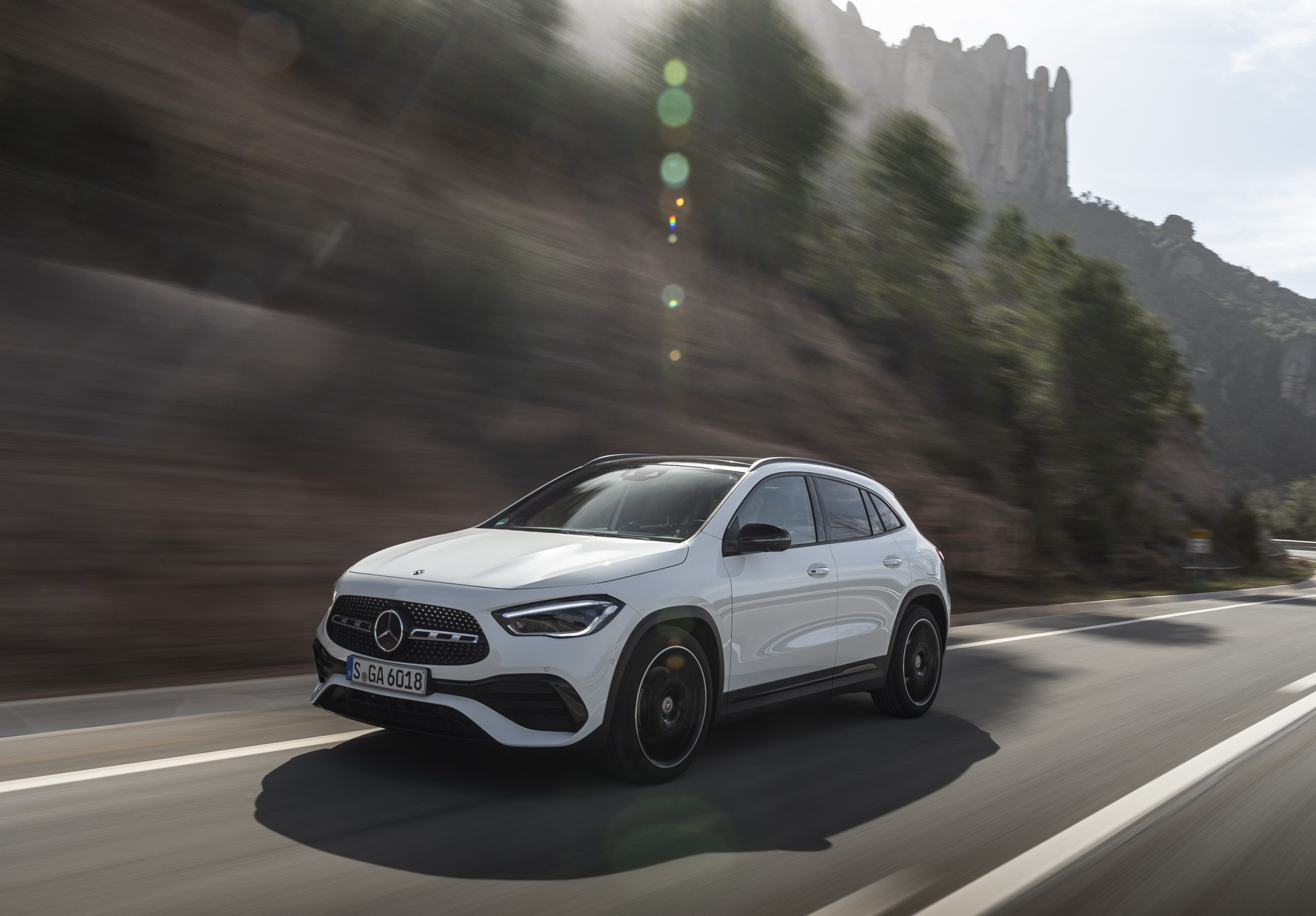 Foto de Mercedes-Benz GLA 2021 (2/103)