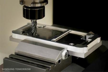 Así se construye el marco de metal del Samsung Galaxy Alpha: la imagen de la semana