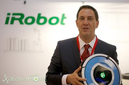 """""""Los robots humanoides son para la ciencia ficción"""". Entrevistamos a Marc Dinee, director general de iRobot [Innorobo 2013]"""