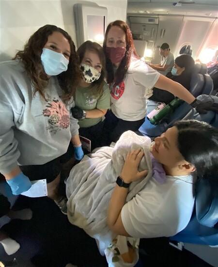bebe-nacido-avion