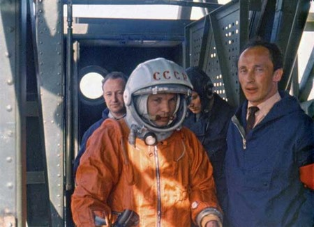 Yuri Gagarin entrando