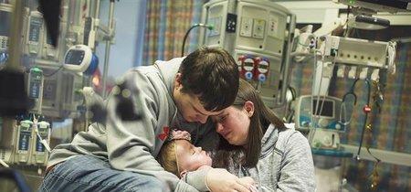 Rotos de dolor, comparten los últimos momentos de vida de su hija para concienciar sobre la donación de órganos