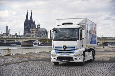 El Mercedes-Benz eActros y sus 200 km de autonomía eléctrica progresan hacia la implantación de los camiones eléctricos