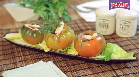 Ensalada de tomates rellenos con atún claro Isabel al natural [videoreceta]