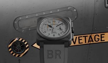 El reloj que juega a mimetizarse con el versátil caza al que homenajea