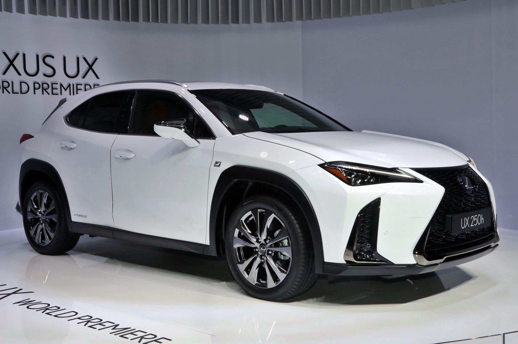 foto de lexus ux 2018 6 36. Black Bedroom Furniture Sets. Home Design Ideas