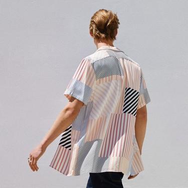La geometría y el color se apoderan de las camisas más relajadas de Zara para el verano