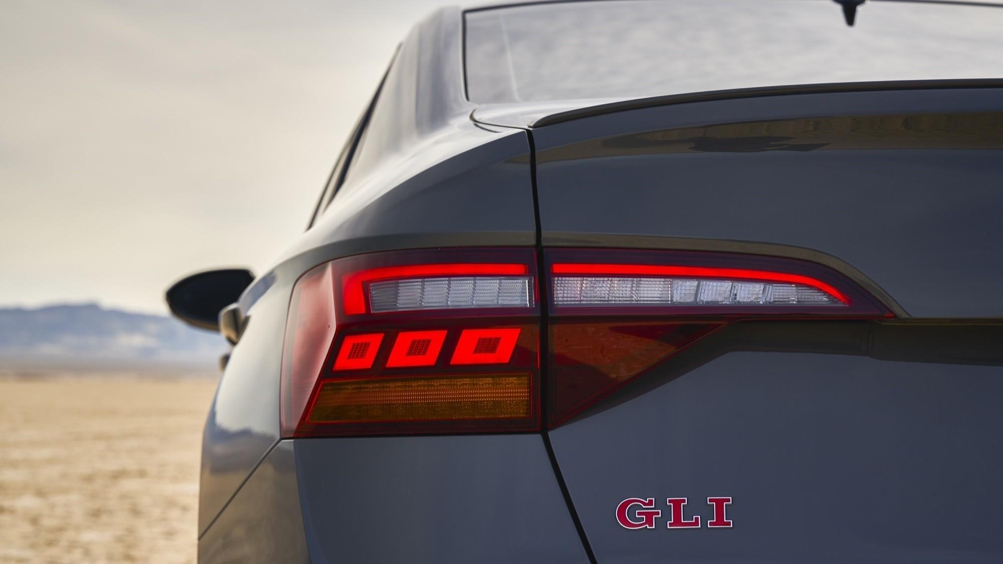 Foto de Volkswagen Jetta GLI 2020 (15/27)