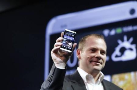 """Jason Mackenzie de HTC: """"Los dispositivos Samsung son para quienes quieren terminales de plástico barato"""""""