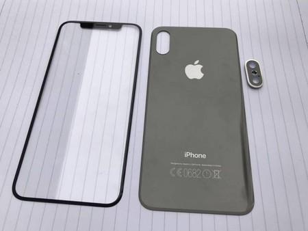 Aparecen lo que parece ser los primeros componentes reales del iPhone 8: no hay prácticamente marcos