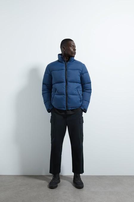 Doce piezas infalibles de Zara para adoptar el color del 2020, el Classic Blue en nuestros looks