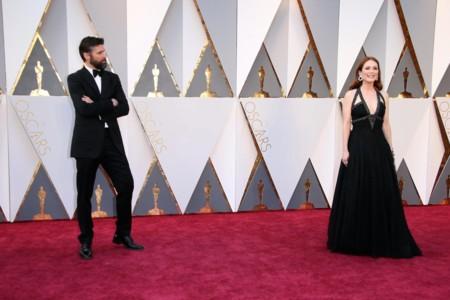 El día en que Julianne Moore pisó la alfombra roja de los Oscar 2016 con un Chanel (y triunfó)