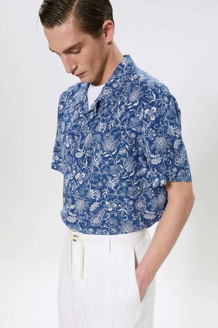 Para Adentrarnos Al Fulgor De La Primavera Estas Camisas Resort Son Perfectas Para Cualquier Look 06