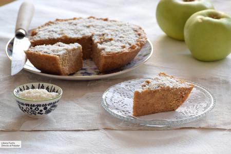 Pastel de manzana y avena integral en microondas