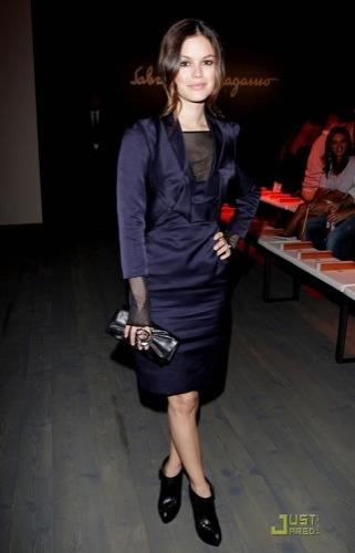 El look de Rachel Bilson en el front row de Ferragamo en la Semana de la Moda de Milán