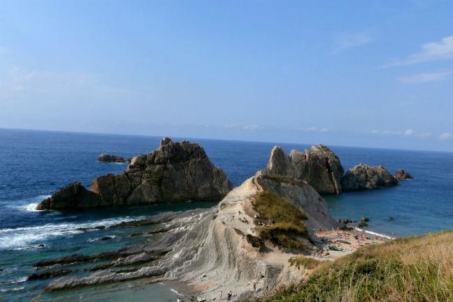 Cinco playas de Liencres en Cantabria, perfectas para apreciar lo hermoso y salvaje del mar Cantábrico