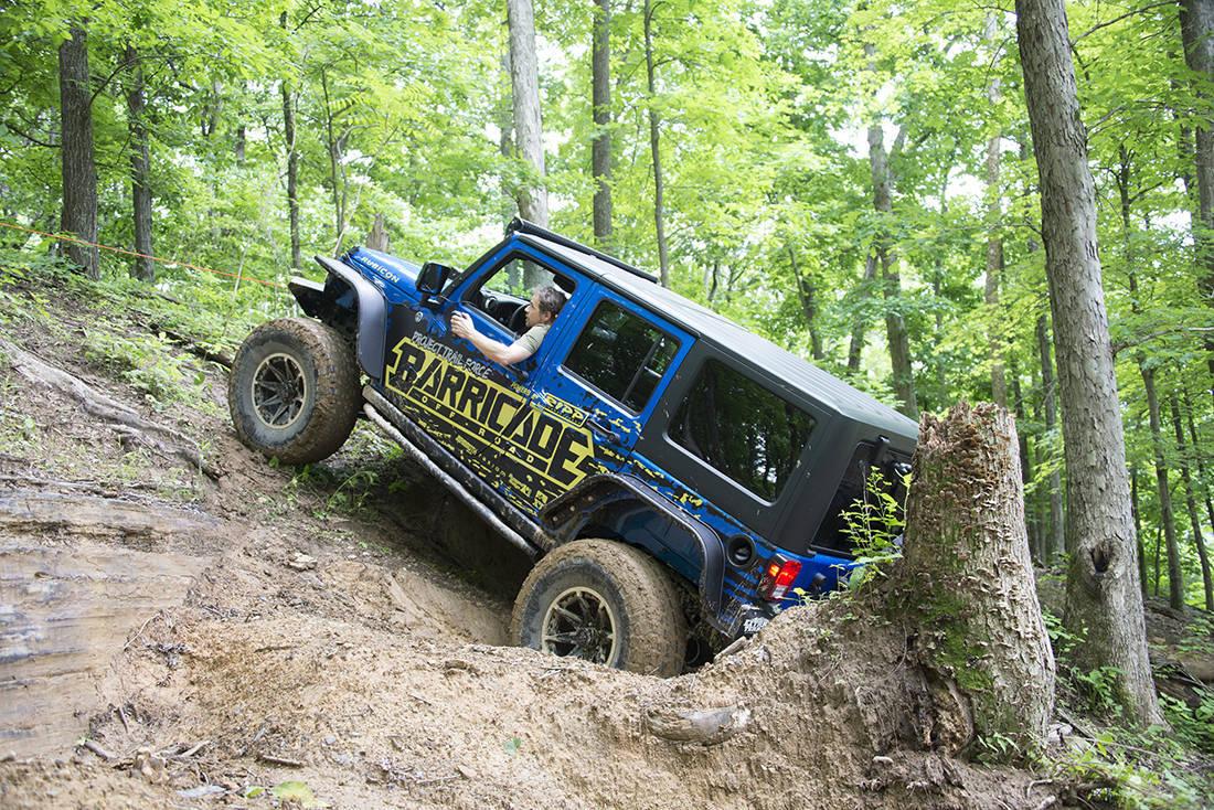 Foto de Jeep Wrangler Project Trail Force (8/19)