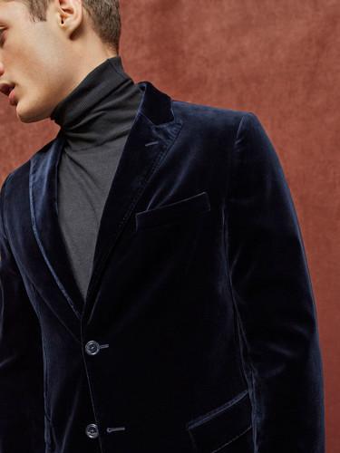 Massimo Dutti nos adelanta mucho lujo en invierno con piezas de terciopelo de su colección limitada