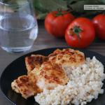 Contramuslos de pollo al yogur con arroz integral especiado. Receta