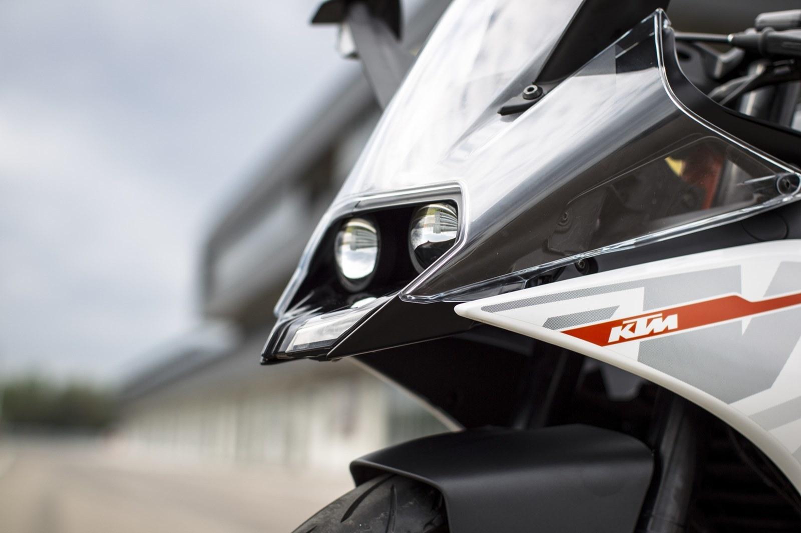 Foto de KTM RC 390, estudio y detalles (23/26)