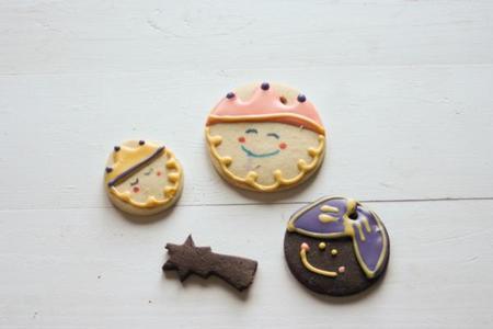 Decorando galletas de Reyes Magos con niños