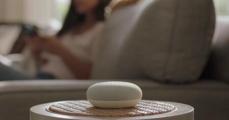 """El altavoz """"inteligente"""" Google Nest Mini por 19 euros en MediaMarkt es un chollo para domotizar el hogar"""