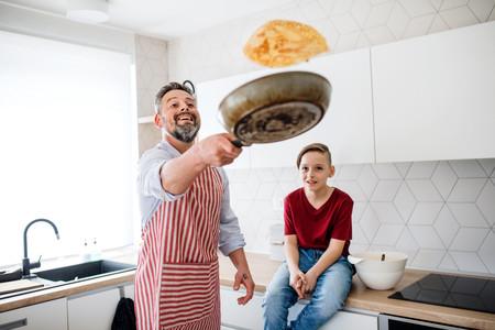 16 recetas festivas pero fáciles para celebrar el Día del Padre en casa (con ayuda de los niños)
