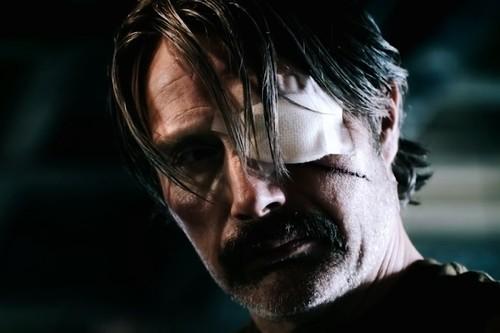 'Polar': Mads Mikkelsen evita el desastre en la excesiva adaptación de Netflix