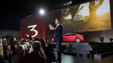 Tesla todavía no levanta cabeza a nivel financiero, pero Wall Street mantiene su confianza en Musk