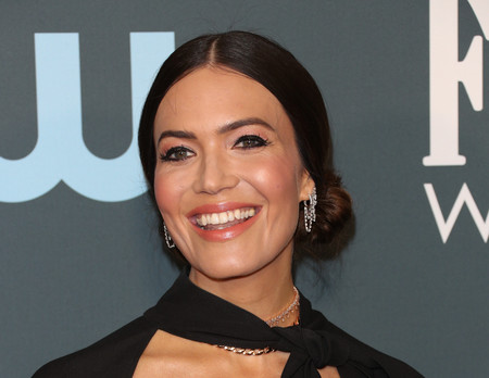 mandy moore Critics' Choice Awards 2020