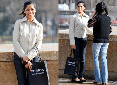El nuevo bolso de Freida Pinto: Chanel Essentials