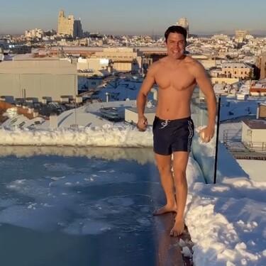 ¡Increíbles vistas! Álex González se baña desnudo en una piscina congelada por el temporal Filomena
