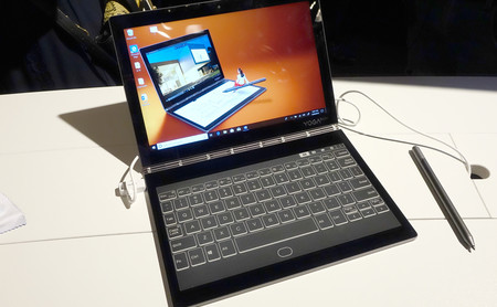 Lenovo Yoga Book C930, primeras impresiones: el portátil más rupturista de IFA 2018 llega con dos pantallas y sin teclado físico