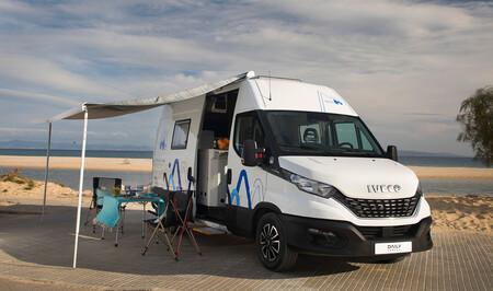 La Iveco Daily se convierte en furgoneta camper con cocina, baño, salón y dormitorio hasta para cuatro