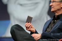 Tim Cook explica la estrategia anual de los iPhones, no ve espacio para Phablets
