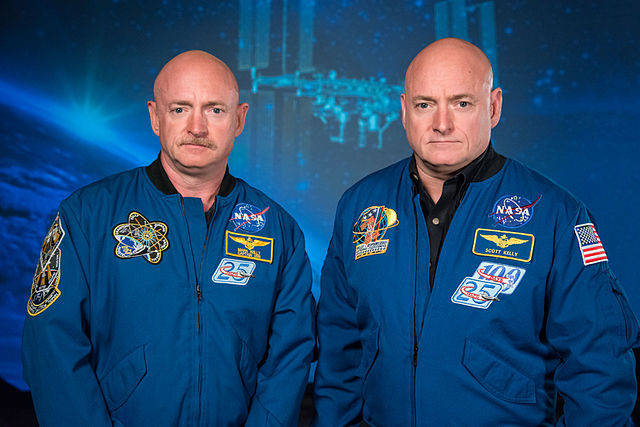 640px Mark And Scott Kelly At The Johnson Space Center Houston Texas