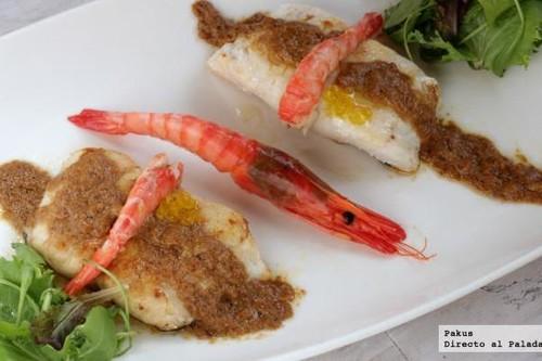 Merluza con gambas y salsa de sus corales. Receta